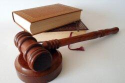 Titel Bachelorarbeit Gesetze zitieren